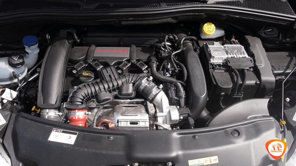 Al volante del Peugeot 208 GTI by Peugeot Sport 2018