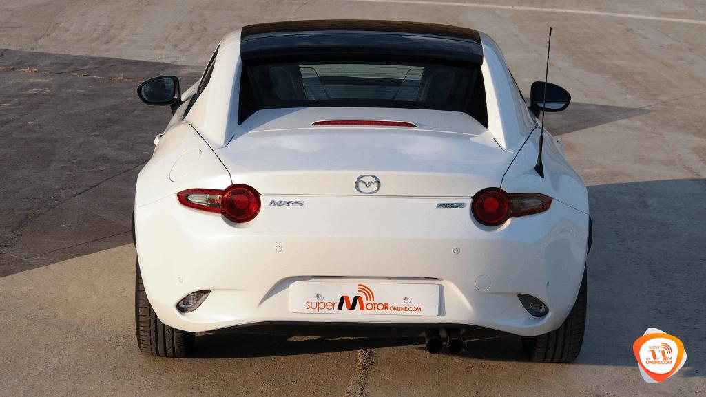 Al volante del Mazda MX-5 RF 2018