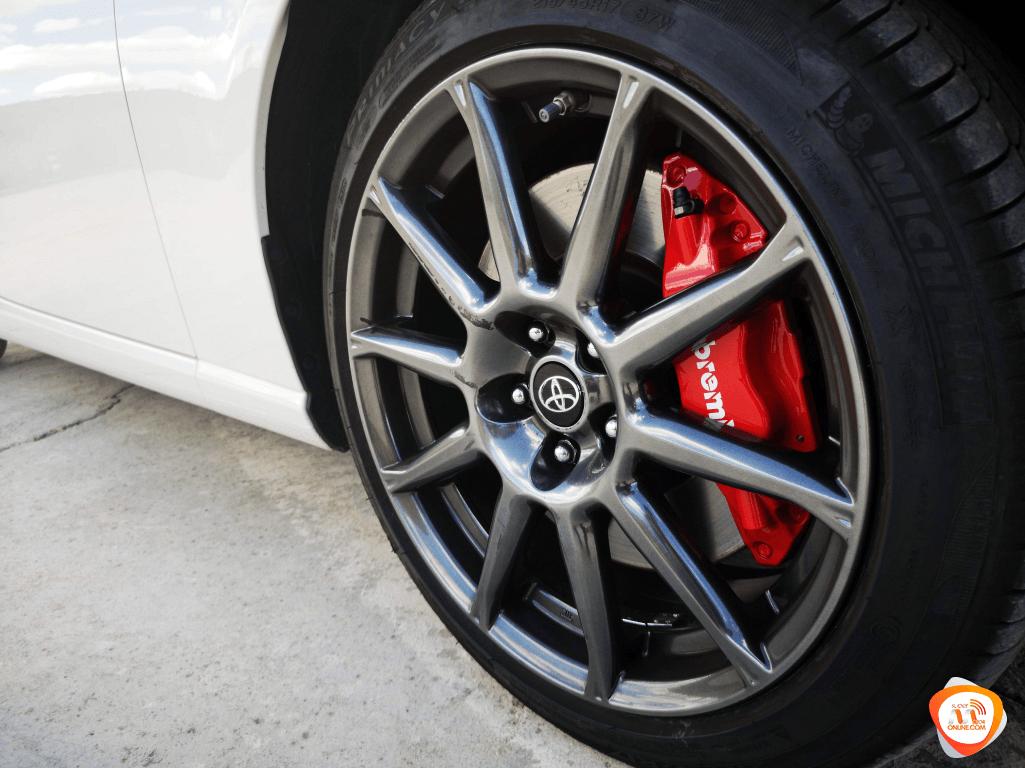 Al volante del Toyota GT86 2019