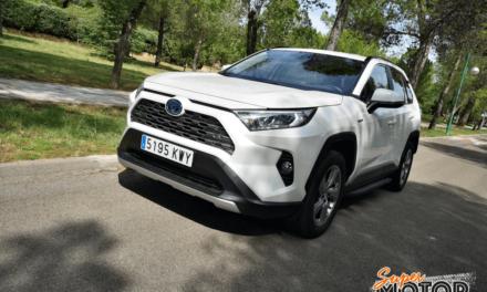 Al volante del Toyota RAV4 Hybrid AWD-i 2019