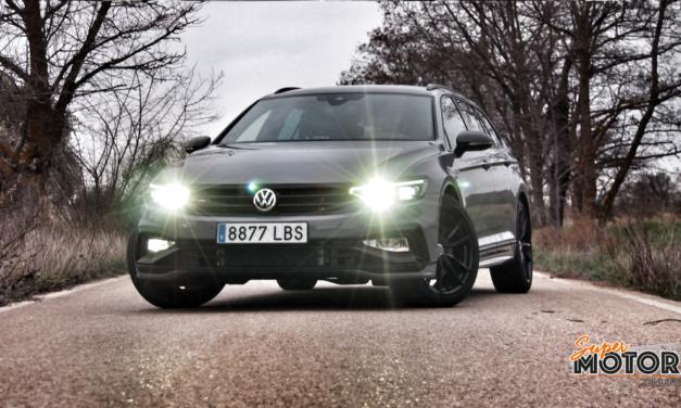 Al volante del Volkswagen Passat Variant R-Line Performance 2020