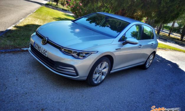 Al volante del Volkswagen Golf 2020