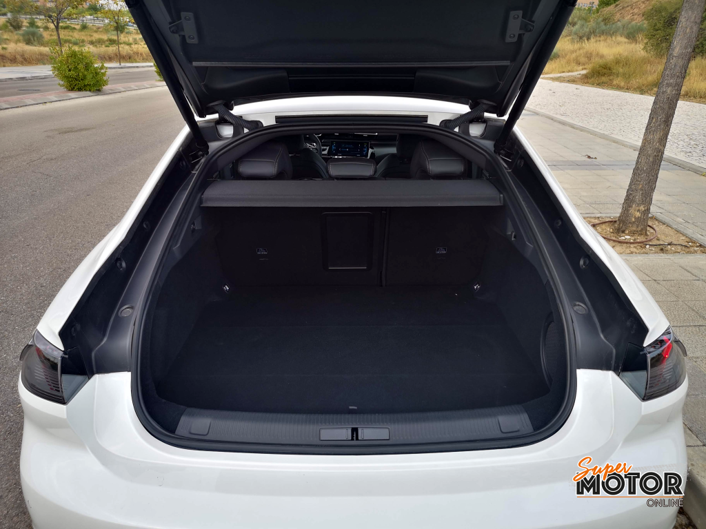 Al volante del Peugeot 508 GT Hybrid 2020
