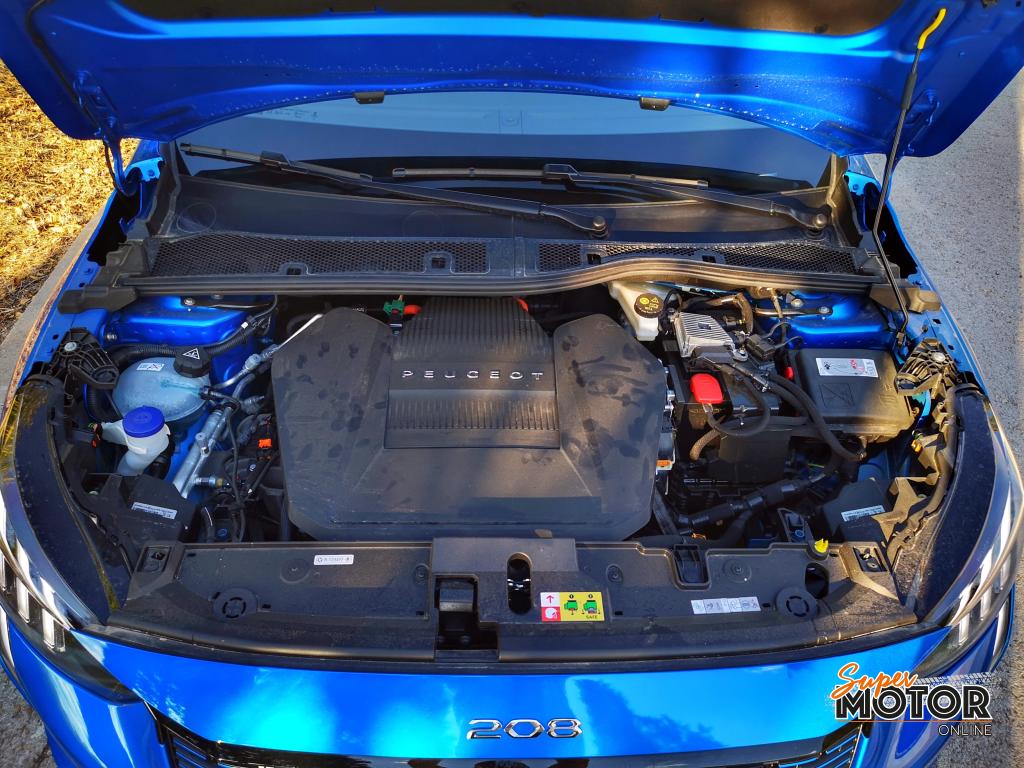 Al volante del Peugeot e-208 GT 2020