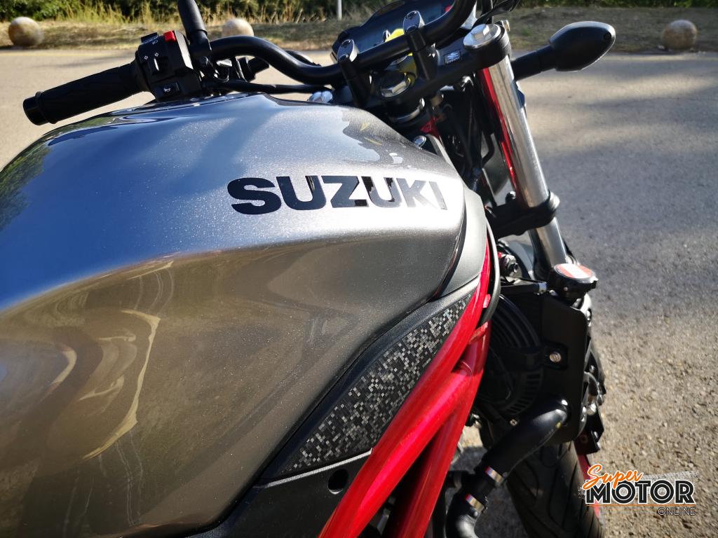 Rodando con la Suzuki SV 650 2020