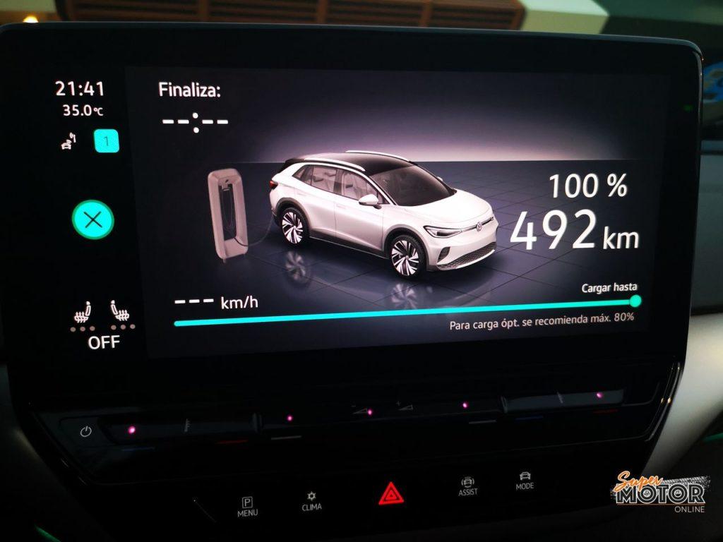 Al volante del Volkswagen ID.4 1st Max 2020