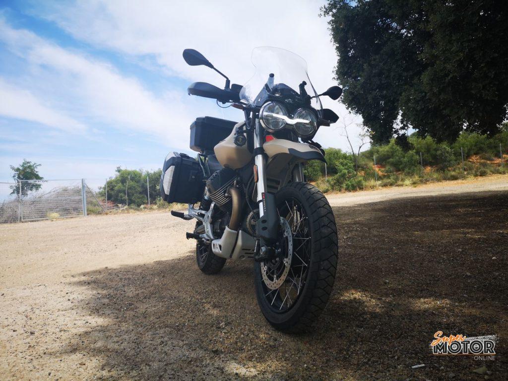 Rodando con la Moto Guzzi V85 TT Travel 2021