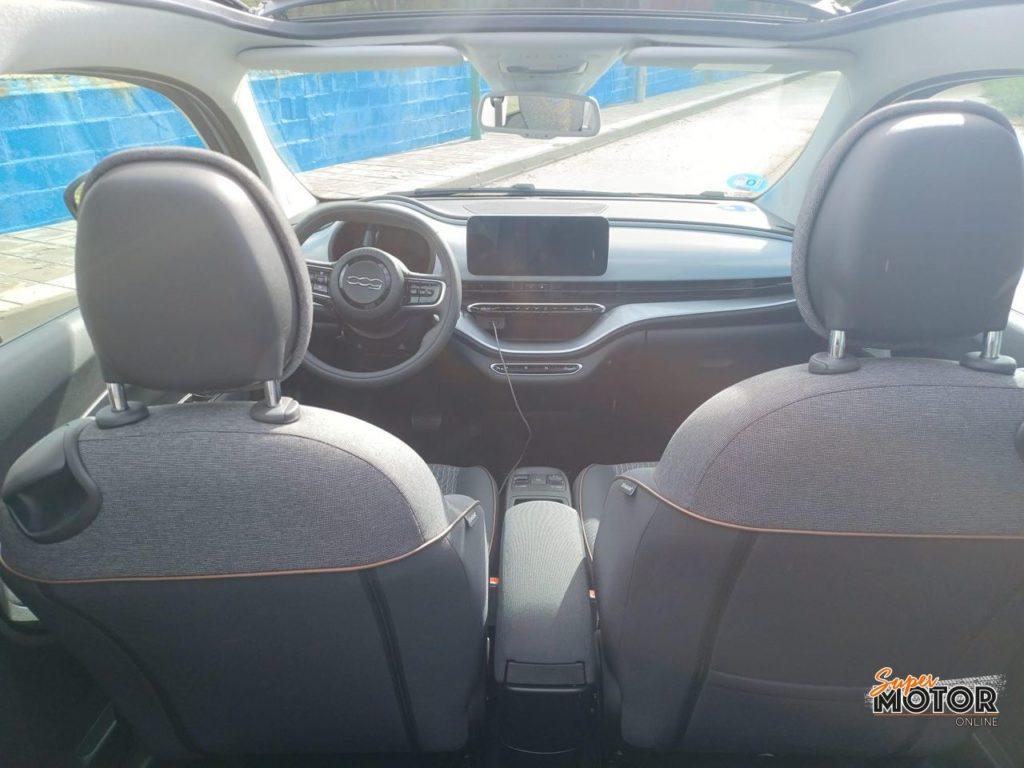 Al volante del Fiat 500 E Cabrio 2021